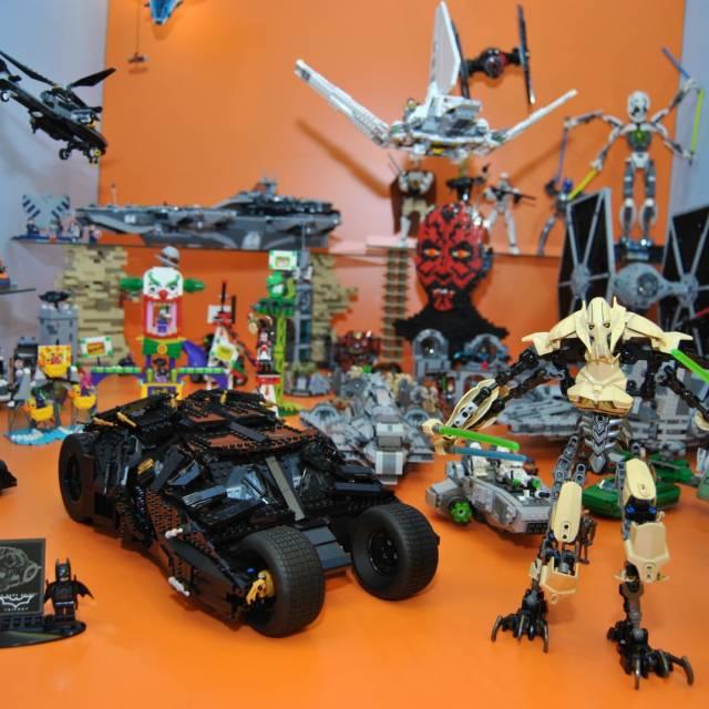 V muzeu nechybí modely robotů a kosmických lodí.